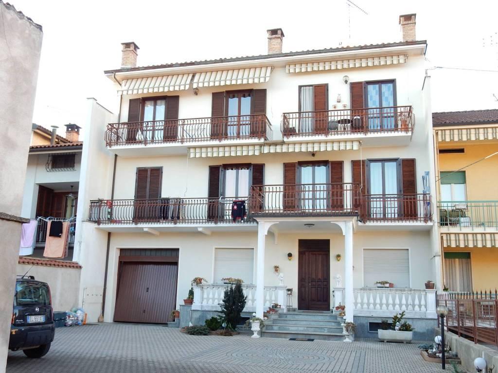 Appartamento in buone condizioni parzialmente arredato in vendita Rif. 5407614