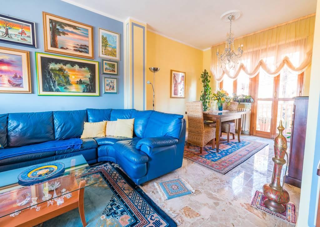 Appartamento in buone condizioni in vendita Rif. 8161627