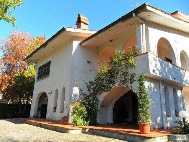 Villa in Vendita a Quarrata Centro: 5 locali, 614 mq