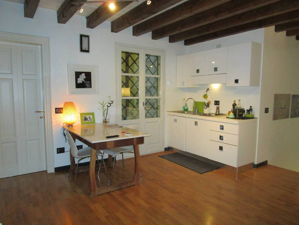 Appartamento in ottime condizioni arredato in affitto Rif. 9086472