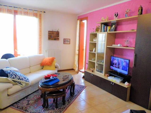 Appartamento in vendita a Palosco, 3 locali, prezzo € 94.000   CambioCasa.it