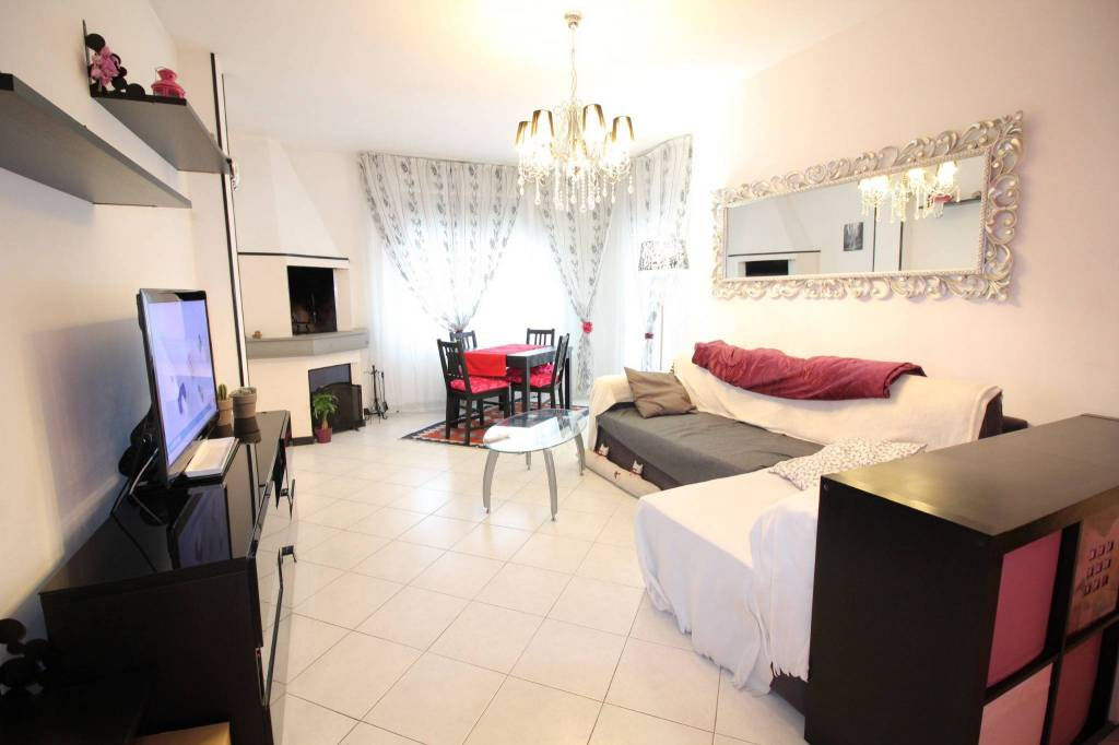 Appartamento in buone condizioni in vendita Rif. 8759234
