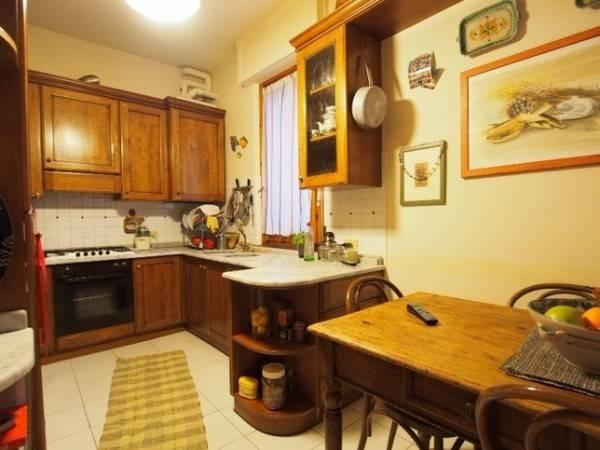 Appartamento parzialmente arredato in vendita