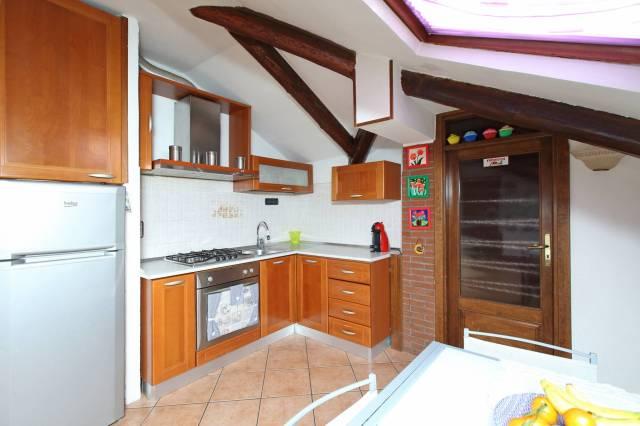 Appartamento in buone condizioni parzialmente arredato in vendita Rif. 6949215