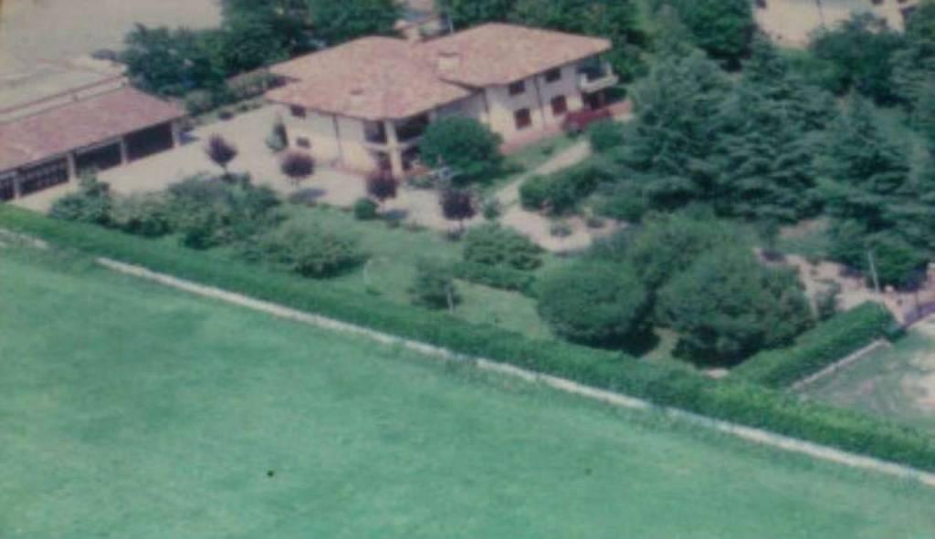 Villa in vendita a Pandino, 8 locali, Trattative riservate | CambioCasa.it