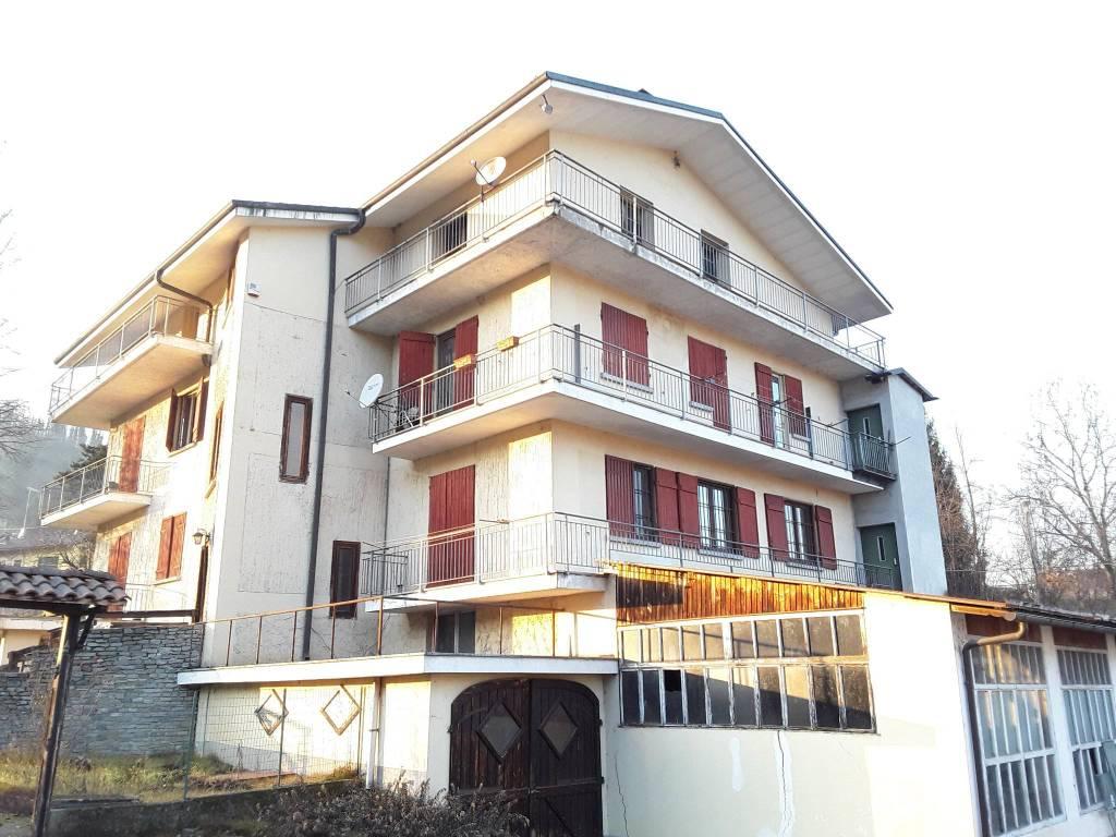 Palazzo / Stabile in vendita a Ferrere, 14 locali, prezzo € 170.000   PortaleAgenzieImmobiliari.it
