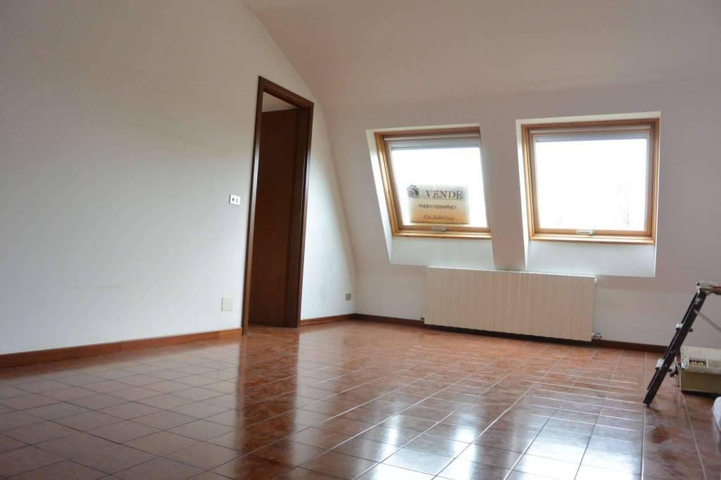 Appartamento in buone condizioni in vendita Rif. 8199140