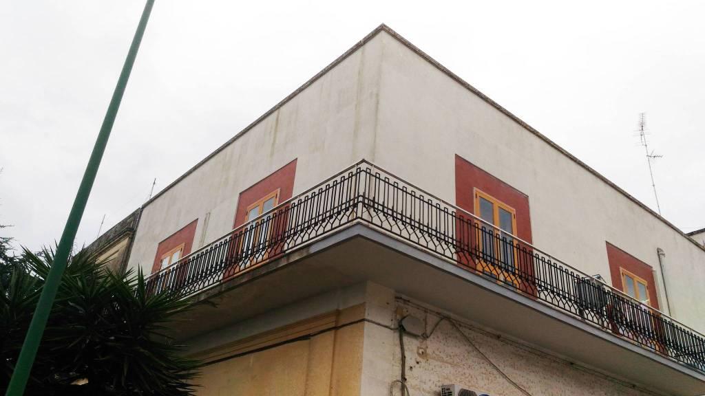 Appartamento in buone condizioni in vendita Rif. 8325546