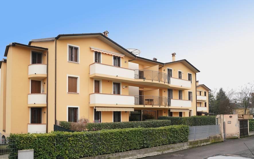 Appartamento in buone condizioni in vendita Rif. 9122539