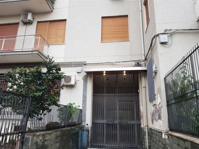 Appartamento in buone condizioni in affitto Rif. 8204652