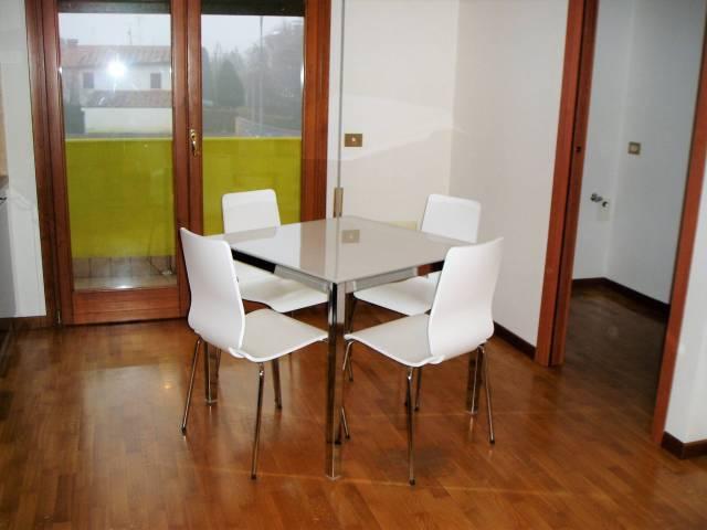 Appartamento in buone condizioni parzialmente arredato in vendita Rif. 5405459