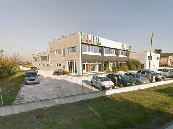 Negozio / Locale in vendita a Roncoferraro, 6 locali, prezzo € 232.560 | CambioCasa.it