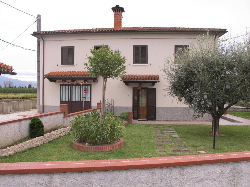 Casa indipendente in Vendita a Pistoia Periferia: 5 locali, 310 mq