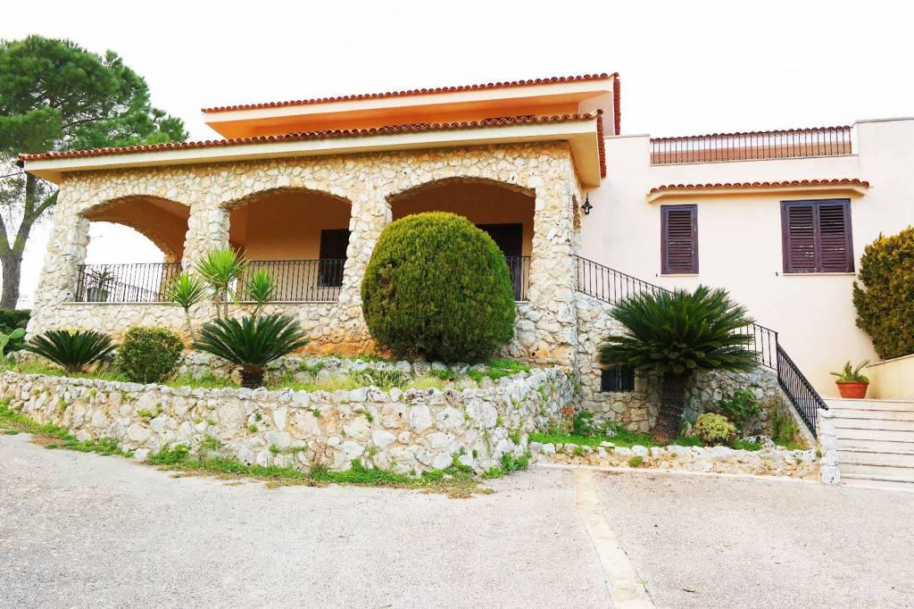 Villa in ottime condizioni in vendita Rif. 9174840