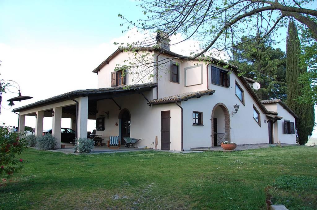 Rustico / Casale in vendita a Orvieto, 9 locali, prezzo € 550.000 | CambioCasa.it