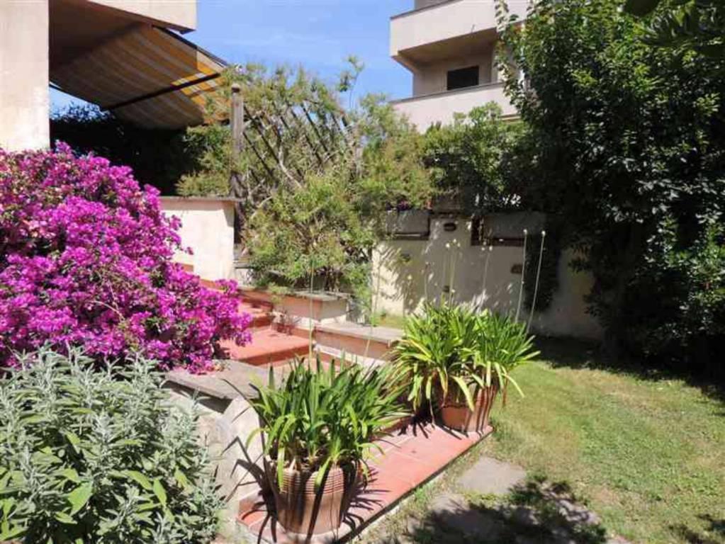 Appartamento in buone condizioni arredato in vendita Rif. 5386401