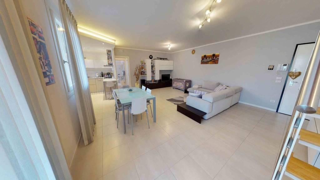 Appartamento in ottime condizioni parzialmente arredato in vendita Rif. 4504906