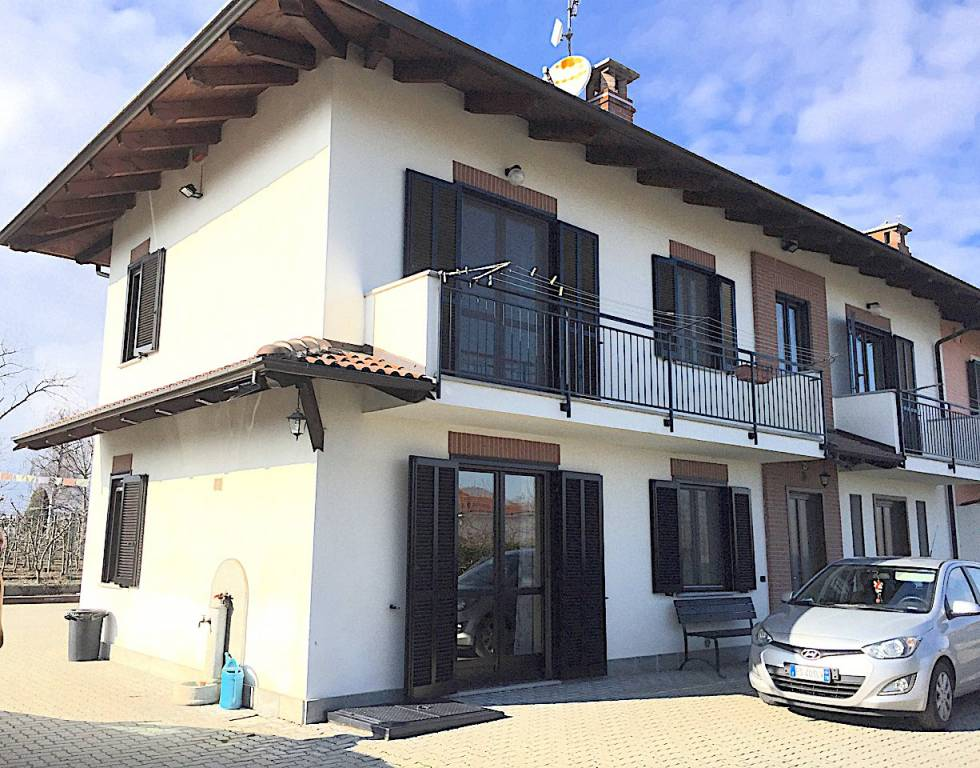 Rustico / Casale in vendita a Campiglione-Fenile, 5 locali, prezzo € 245.000 | CambioCasa.it