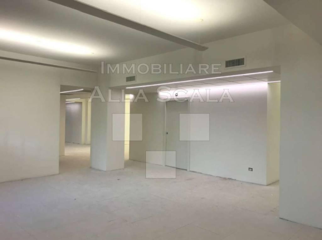 Ufficio-studio in Affitto a Milano 02 Brera / Volta / Repubblica: 5 locali, 710 mq