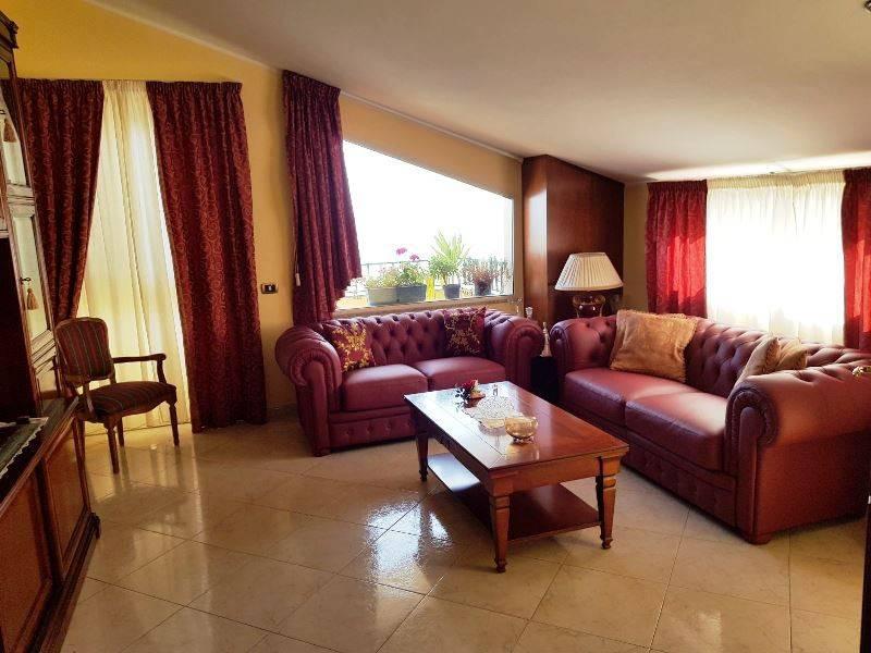 Appartamento in vendita a Santa Teresa di Riva, 4 locali, prezzo € 300.000 | CambioCasa.it