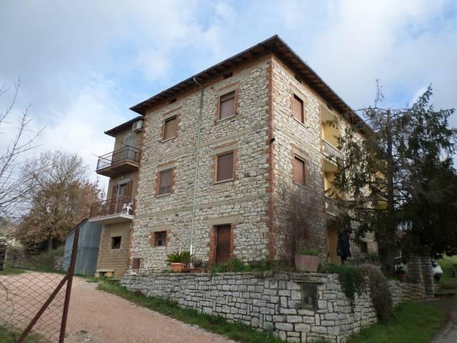 Appartamento in Vendita a Magione: 5 locali, 160 mq