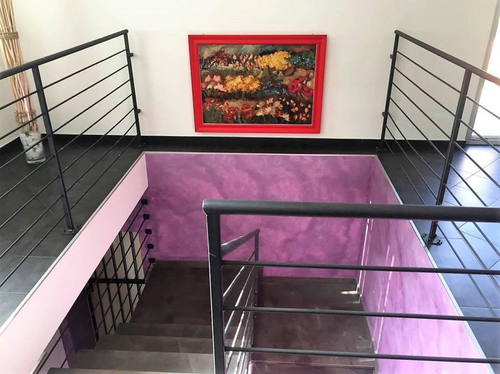 Appartamento in ottime condizioni parzialmente arredato in vendita Rif. 8900433