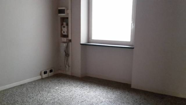 Magazzino in Affitto a Genova Centro: 2 locali, 28 mq
