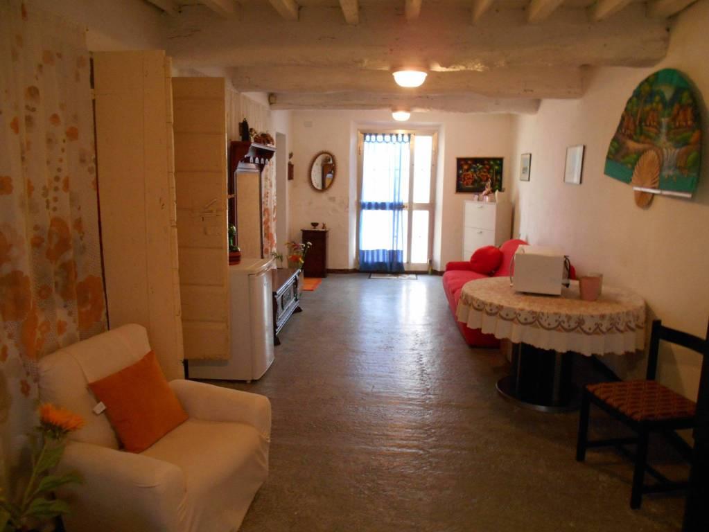 Appartamento in buone condizioni in vendita Rif. 8900436