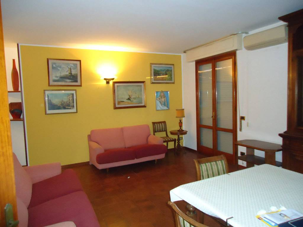 Appartamento in buone condizioni in vendita Rif. 7461280