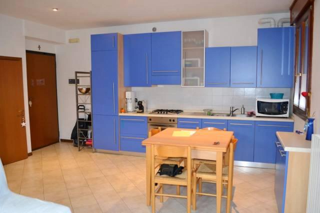Appartamento in buone condizioni parzialmente arredato in vendita Rif. 5399554