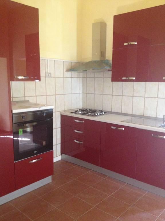 Appartamento in buone condizioni arredato in affitto Rif. 9325115