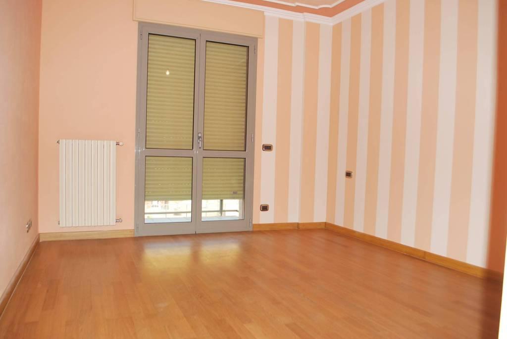 Appartamento in vendita a Alba, 5 locali, prezzo € 315.000 | PortaleAgenzieImmobiliari.it