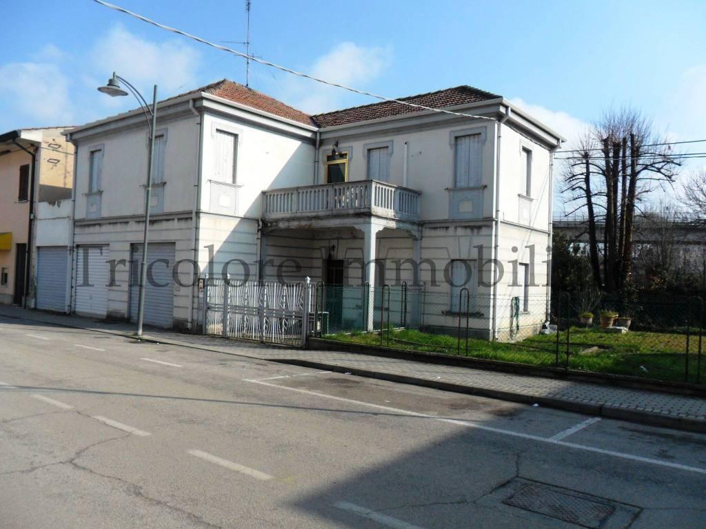 Villa in buone condizioni arredato in vendita Rif. 5412939