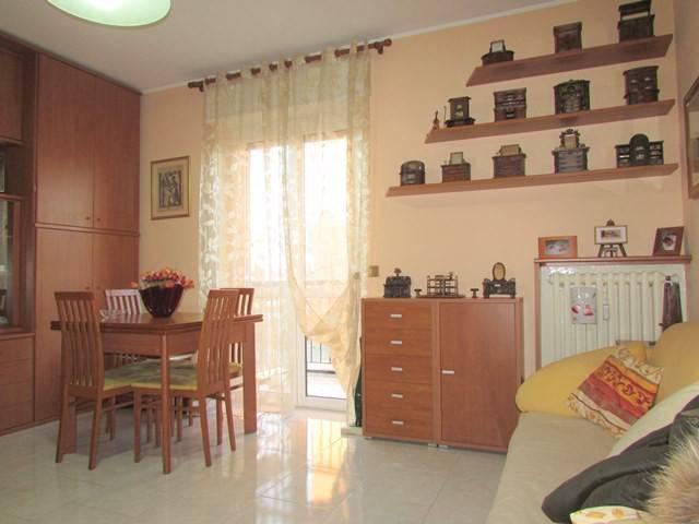 Appartamento in buone condizioni in vendita Rif. 8908933