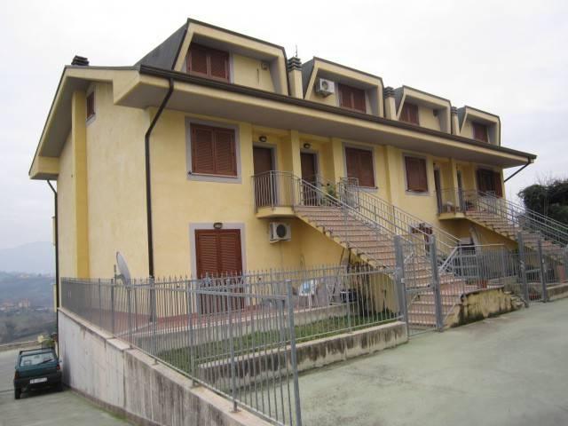Appartamento in buone condizioni in vendita Rif. 8156762
