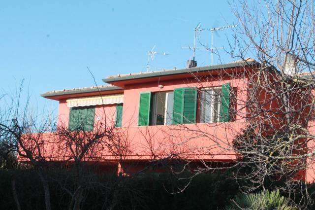 Trilocale con balconcino e posto auto