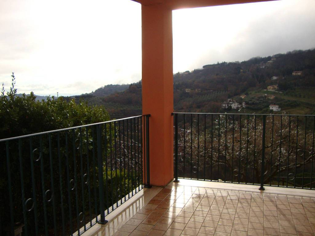Appartamento in vendita a Perugia, 8 locali, prezzo € 300.000 | PortaleAgenzieImmobiliari.it