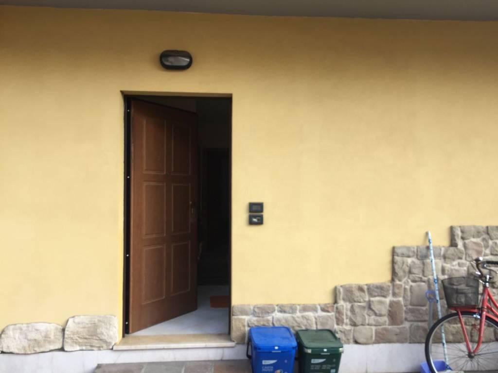 Appartamento in buone condizioni arredato in affitto Rif. 9308228