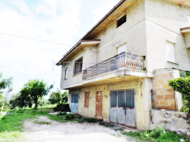 Rustico 6 locali in vendita a Petritoli (FM)