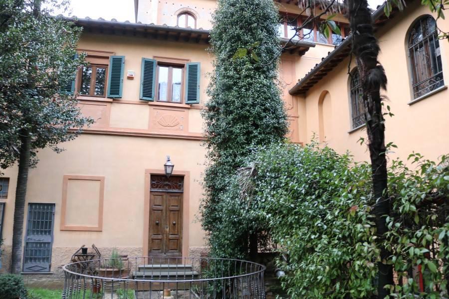 Villa in ottime condizioni parzialmente arredato in vendita Rif. 5386491