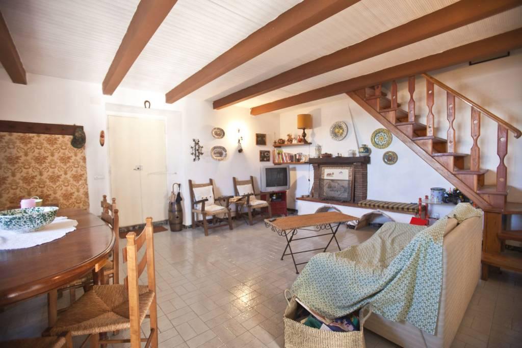Appartamento in buone condizioni parzialmente arredato in vendita Rif. 8442548