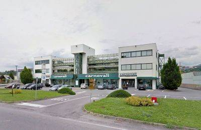 Immobile commerciale in affitto a Curno