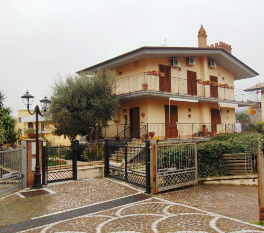 Villa in ottime condizioni in vendita Rif. 7473053