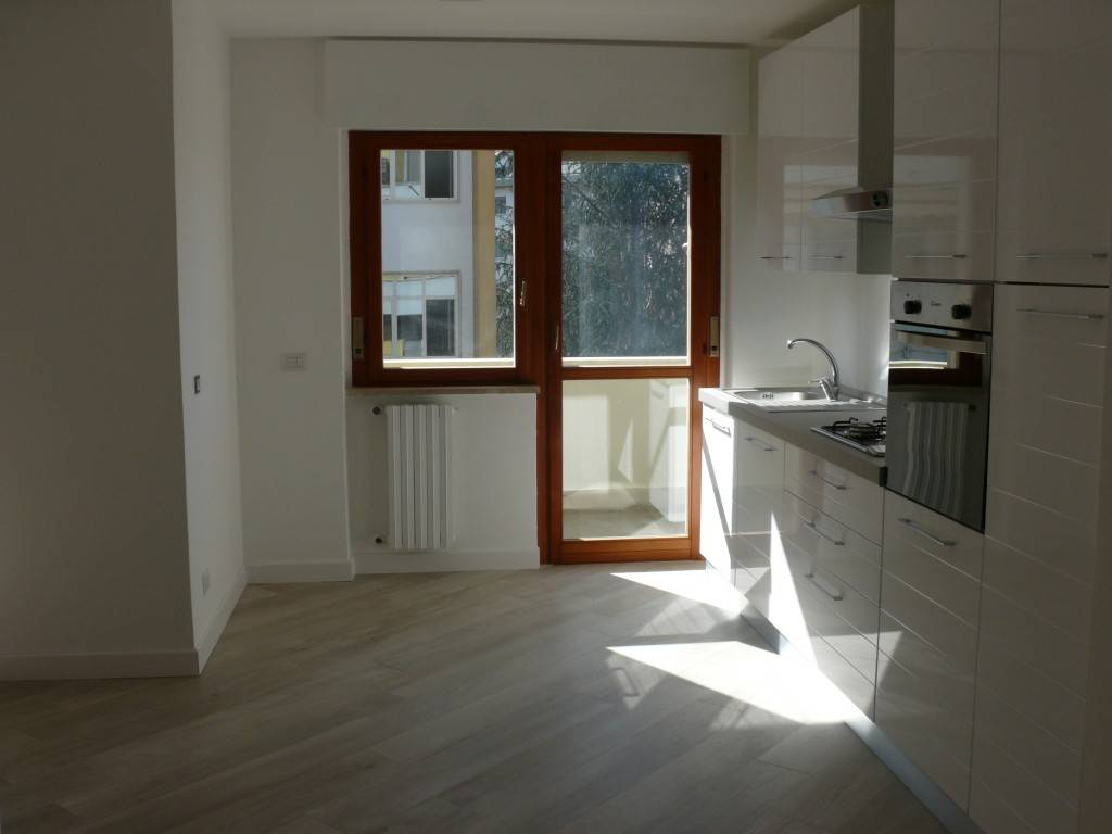 Appartamento ristrutturato zona Q5, foto 0