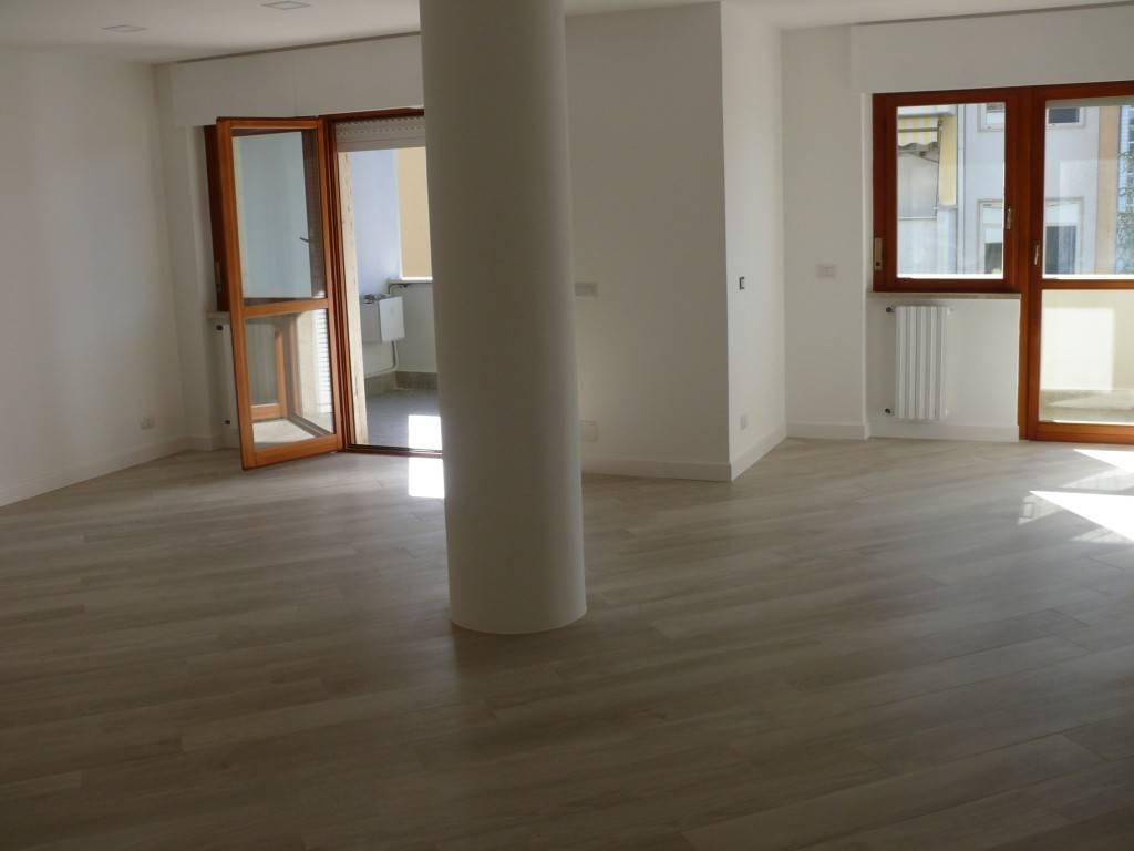 Appartamento ristrutturato zona Q5, foto 2