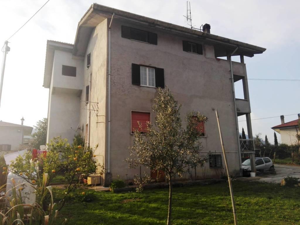 Appartamento in buone condizioni in vendita Rif. 8355811