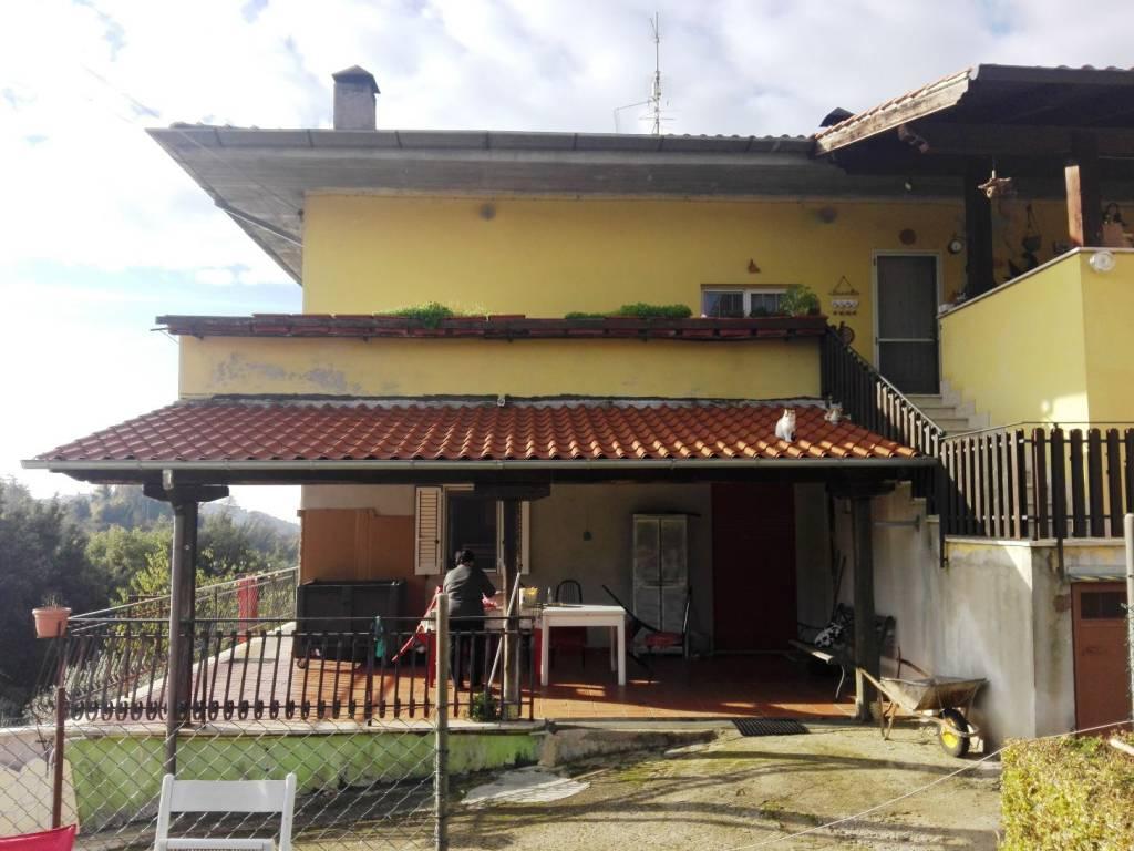 Appartamento in buone condizioni in vendita Rif. 8355812