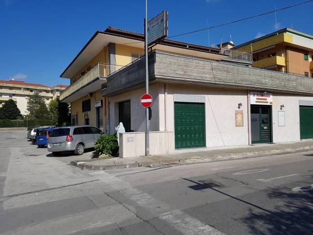 Negozio trilocale in affitto a Nocera Superiore (SA)
