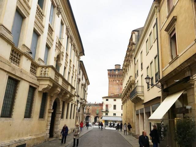 Negozio quadrilocale in vendita a Vicenza (VI)