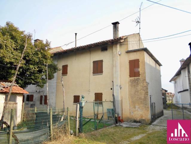 Rustico 5 locali in vendita a Roveredo in Piano (PN)